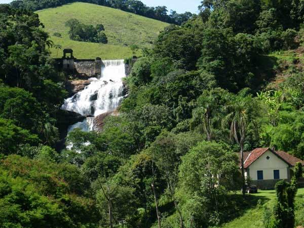 Rios, cachoeiras, muitas trilhas e belas montanhas para escalar, tudo isso em um único lugar: Itamonte, Minas Gerais.