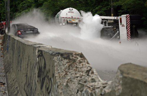 Foto: Urbano Erbiste - JB Online - Acidentes constantes no trecho Grajaú-Jacarepaguá