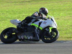 Alan Douglas duela com moto e condições da pista