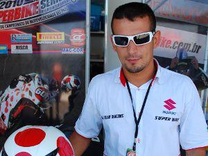 Foto: Alessandro Ferraz, da equipe Ale Team Racing, é campeão brasileiro do TNT Superbike, categoria Pró/Estrantes