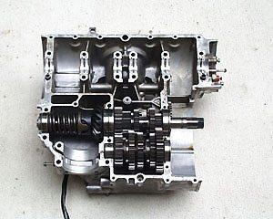 Além de componentes do motor, as engrenagens do câmbio também precisam se ajustar nos primeiros quilômetros de vida de uma moto