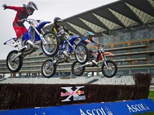 """""""Anarchy in the UK"""": Estrelas do Motocross Freestyle Voltam à Inglaterra no Red Bull X-Fighters Londres"""