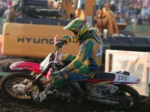 Foto: Jorge Balbi, piloto do Team Honda, representa o Brasil na categoria Open do Motocross das Nações 2009