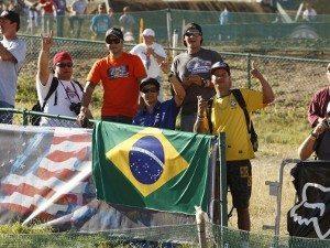 Foto: Lesionado, Ratinho torceu pelo Brasil com seus amigos