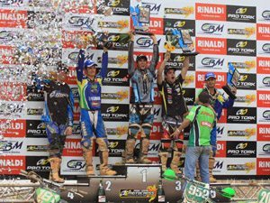 Foto: O pódio da categoria MX1 em Canelinha/SC - Foto de Bolívar Trindade