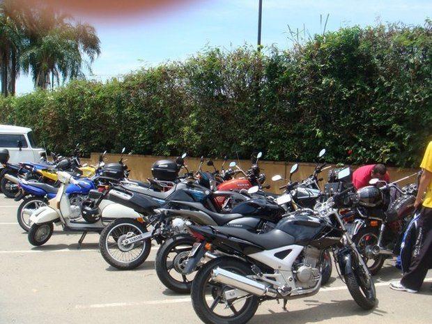 Capacetes, Crítica, Cuidados ao marcar encontro, Estacionamento para motos