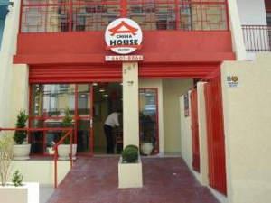 China House contrata entregadores com moto para início imediato em 7 unidades