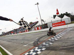 Foto: Danilo Lewis, piloto da categoria 600 Hornet (Honda) no Racing Festival