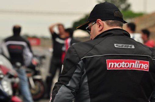 Colunistas do Motonline vestem jaquetas SBK