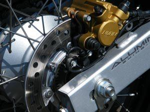 Foto: Freio traseiro da XRE 300 com ABS - Bitenca