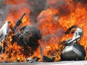 Foto: Moto pega fogo - Bitenca