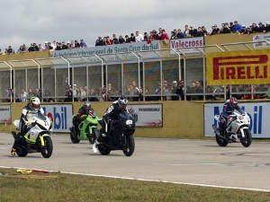 Foto: Divulgação/GP Gaúcho - Grid da categoria Superbike na etapa de Santa Cruz do Sul/RS