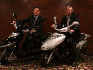 Foto: Su Lifeng - DCJ Group e Creso Franco - Dafra