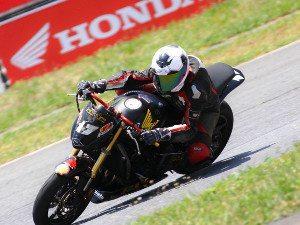 Foto: Piloto de 17 anos fará sua estreia sobre uma Honda CBR 1000RR em Curitiba (PR)