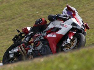 Foto: Lewis, atual vice-líder Superbike Series – categoria 600cc