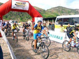 Depois de quase ter que abandonar o esporte, biker chega como recordista no Rally Piocerá