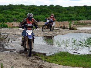 Equipes de carro e moto prontas para encarar as trilhas do Parnacorreia