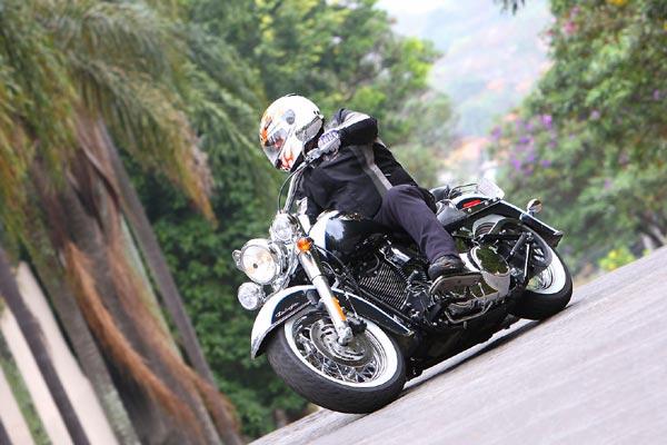 ESTILO RETRÔ      Modelo da linha Softail, a Harley-Davidson Deluxe está equipada com
