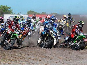 Foto: Largada da categoria MX2 na etapa de Quissamã/RJ do Pro Tork Brasileiro de Motocross