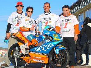 Granado chega ao Brasil com troféus de campeão e vice