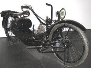 Foto: Ner a Car de 1924 seria a primeira com cubo esterçante - Wikipedia