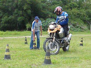 Foto: Desenvolver técnica é melhor que rebaixar a moto - Bitenca