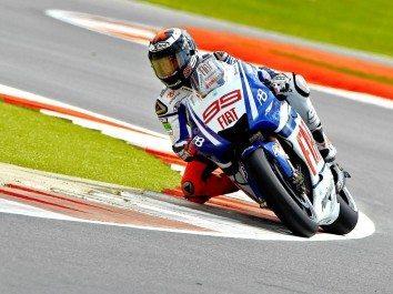 Lorenzo imparável vence em Silverstone