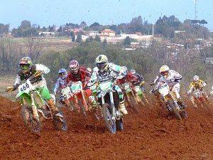 Foto: Largada da categoria VX1, com Marcelo Maziero (#866) e Paulo Stedile (#10) à frente