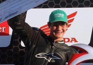 Foto: Luiz Pires/VIPCOMM - O vencedor no pódio