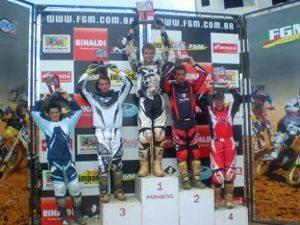 Foto: Marçal Muller comemora a vitória na categoria MXJr