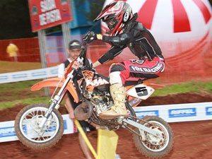 Foto: Pietro com sua KTM de 50cc