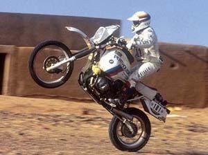 Foto: Baixinho na moto grande, Gaston Rahier campeão de Enduro - BMW Divulgação