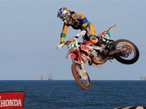 Foto: Thales Villardi, piloto do Team Honda, em ação no Brasil Nordeste 2009