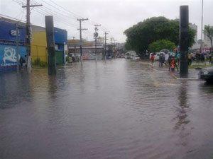 Foto: Joaquina Ramalho/ZN-SP, 08/12/2009 às 10h - Com muita água, o que você não vê: buracos, lixo e cidadania