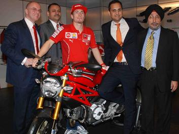 Nicky Hayden abre segundo Showroom da Ducati na Índia