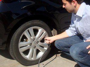 Pesquisas feitas na América Latina mostra que motoristas correm riscos e poluem mais com pneus descalibrados
