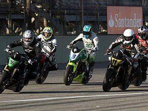 Foto: Luiz Pires/VIPCOMM - Disputa constante por posição é a marca da categoria