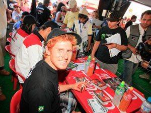 Foto: Público fez uma grande festa para a equipe, durante seção de autógrafos