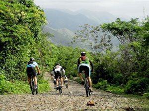 Foto: Atletas pelas trilhas do Cerapió 2010