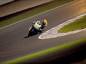 Rossi começa época com vitória emocionante no Qatar