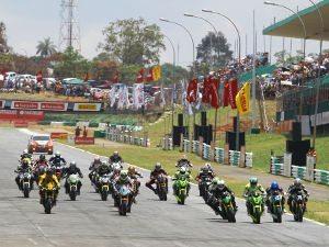 Foto: Largada da categoria 600 Hornet (Honda) no Racing Festival