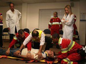 SOS Usuários médico da CCRVialagos treina maqueiros e condutores de pronto socorro