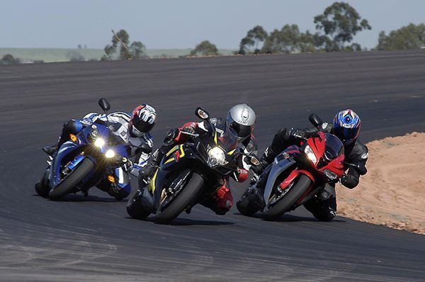Teste comparativo: Honda CBR 600RR, Suzuki GSX-R 750 e Yamaha YZF 1000