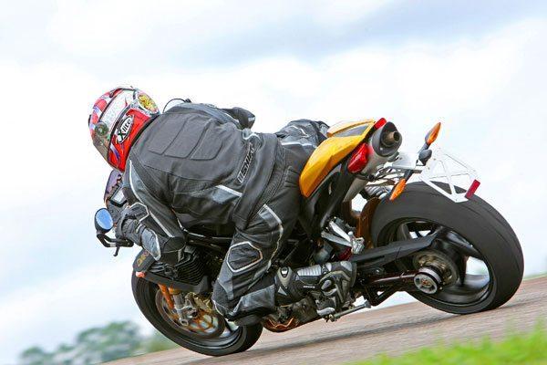 Teste da Benelli TNT 1130 Café Racer