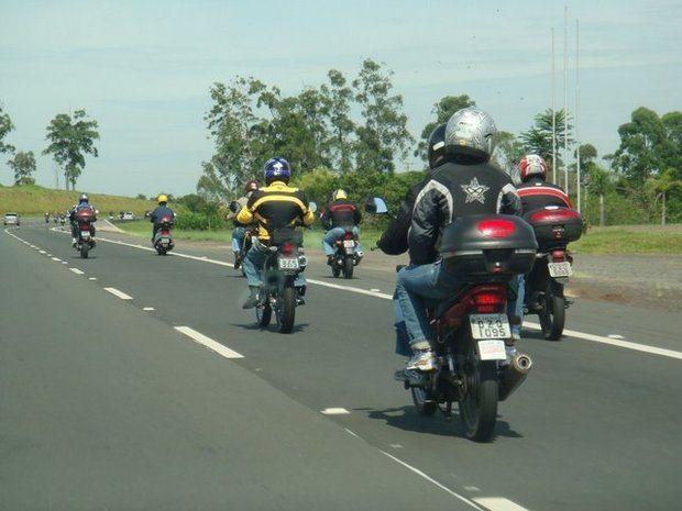 Utilização de luzes strobos,  Legislação de motocicletas, Proibição de tráfego de motocicletas na Marginal Tietê