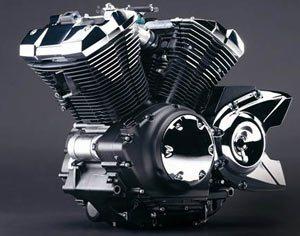 Motor em V a 60 arrefecido a ar, tem quatro válvulas por cilindro e comando no cabeçote