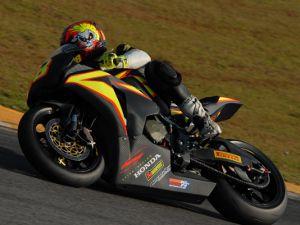 Foto: Maycon Zandavalli visa o título do Superbike Series Brasil
