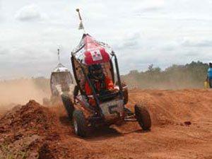 73 carros construídos por estudantes chegam para competição em Piracicaba,SP