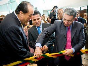 Foto: Fredy Zuleta - presidente da Tracker do Brasil e Álvaro Uribe - presidente da Colômbia