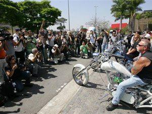 Foto: Paul Sr, Paul Jr e Mikey, da OCC e do programa American Chopper, com motos do São Paulo Moto Festival